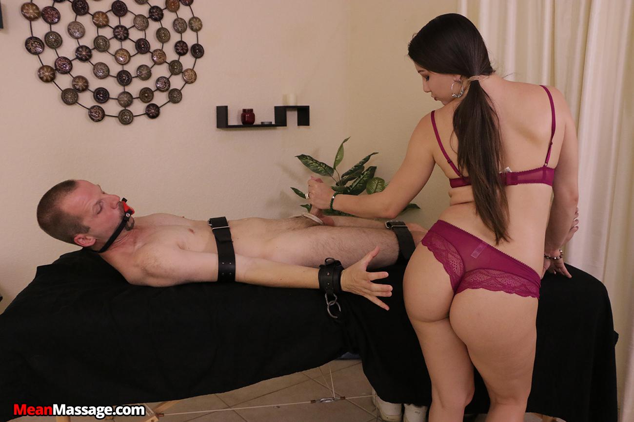 Девка привязала мужика к постели и заставляет лизать, смотреть прямо сейчас порно ролики